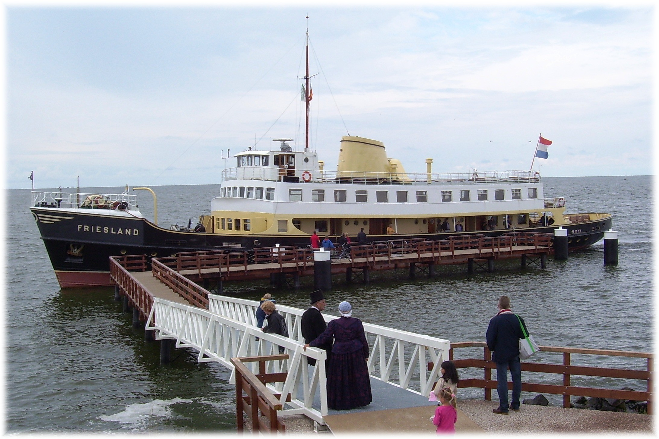 Steamtram and boat Medemblik Hoorn GO Experience Tours Touroperator DMC